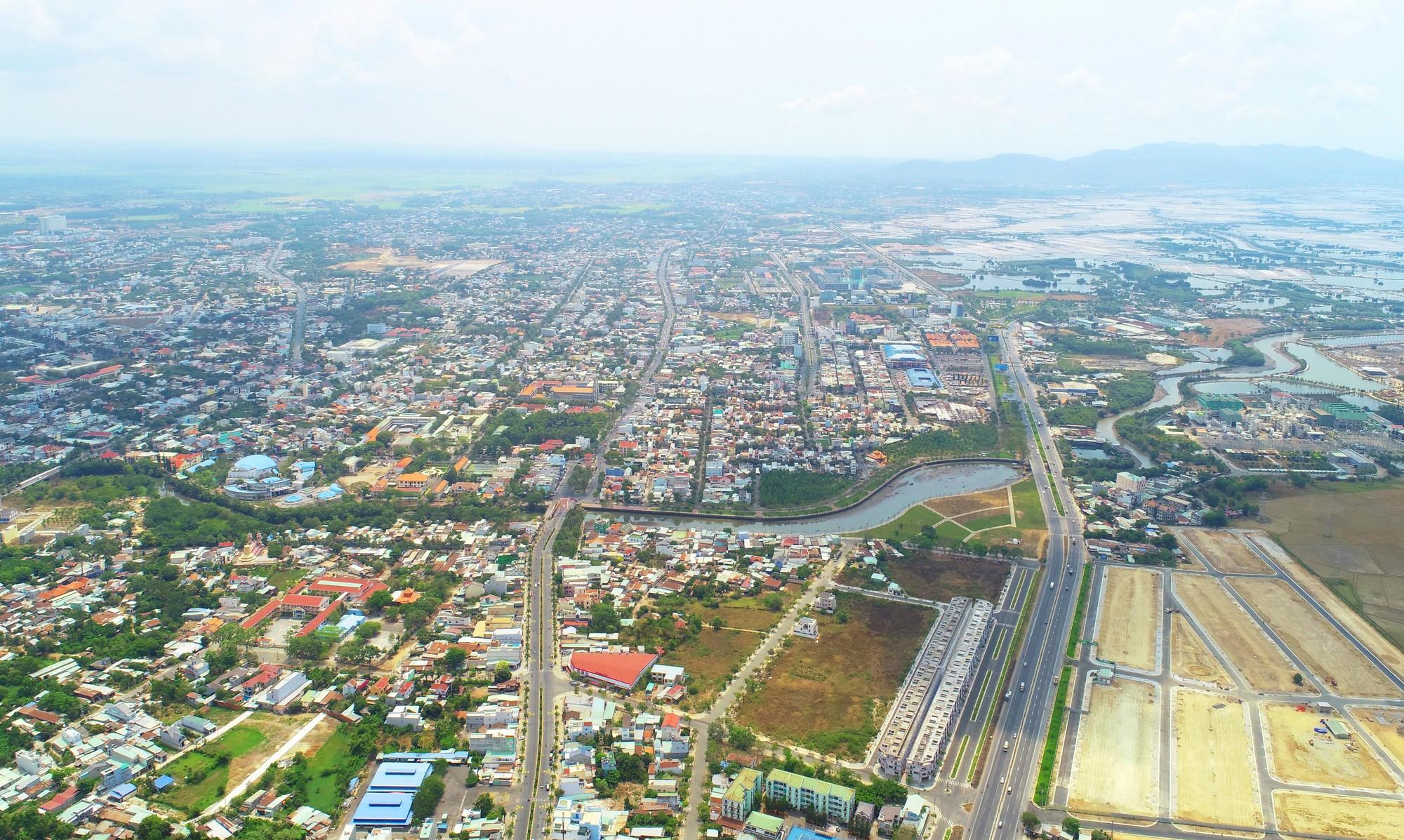 """Làn sóng đầu tư bất động sản đổ về vùng đô thị TP.HCM mở rộng, """"nóng"""" cục bộ ở Đồng Nai, Bình Dương, Bà Rịa Vũng Tàu"""
